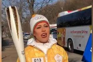 حمل مشعل المپیک زمستانی توسط فروغ عباسی