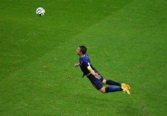 کلیپی از ماندگارترین ضربه سر های دنیای فوتبال
