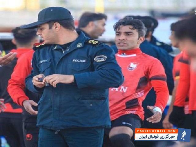 عکس ؛ حاشیه ای عجیب در یک دیدار جنجالی ، بازیکن تیم ایرانجوان توسط پلیس دستگیر شد !