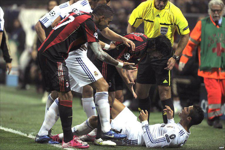 گتوزو به قدری در زمین فوتبال بازیکن عصبی بود که با کوچکترین حرکت خاصی از بازیکن تیم مقابل از کوره در می رفت و به سمت بازیکن حریف حمله می کرد.