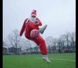 فری استایل کریسمسی با لباس بابانوئل