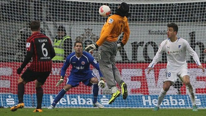 کلیپی از گلزنی دروازه بان ها در دقایق پایانی مسابقات در تاریخ فوتبال جهان