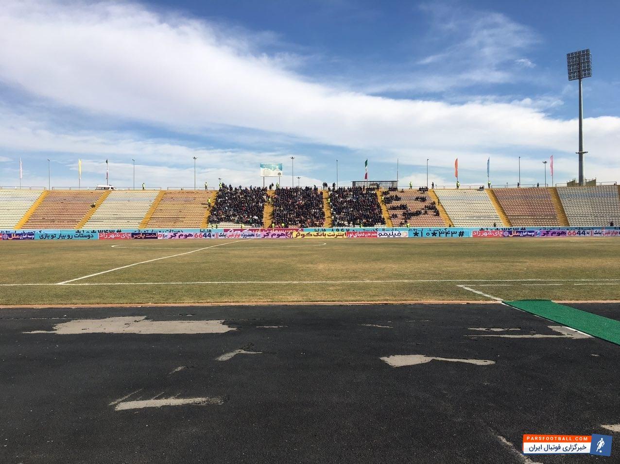 تیمهای مشکی پوشان و پرسپولیس از ساعت 14:30 (جمعه) در چارچوب هفته نوزدهم لیگ برتر فوتبال باشگاههای کشور در ورزشگله ثامن مشهد به مصاف یکدیگر می روند.
