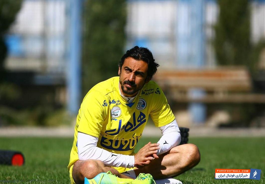 زمزمه هایی در رابطه با آینده کاری مهدی رحمتی کاپیتان تیم فوتبال استقلال تهران به گوش رسید، در حالی که او قصد خداحافظی ندارد.