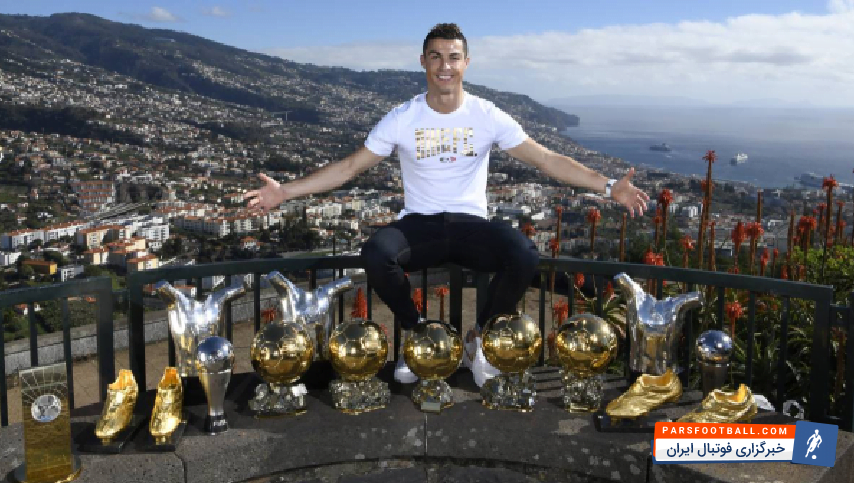 رونالدو به همراه لوس بلانکوس موفق شد برنده پنج جام معتبر اروپایی و بین المللی شود و همچنین پنجمین توپ طلا خود را به دست بیاورد و با مسی برابر شود.