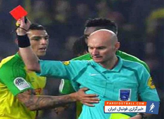 داور فراموشکار ؛ وقتی داور فوتبال کارت های زرد و قرمزش را جا بگذارد ؛ پارس فوتبال