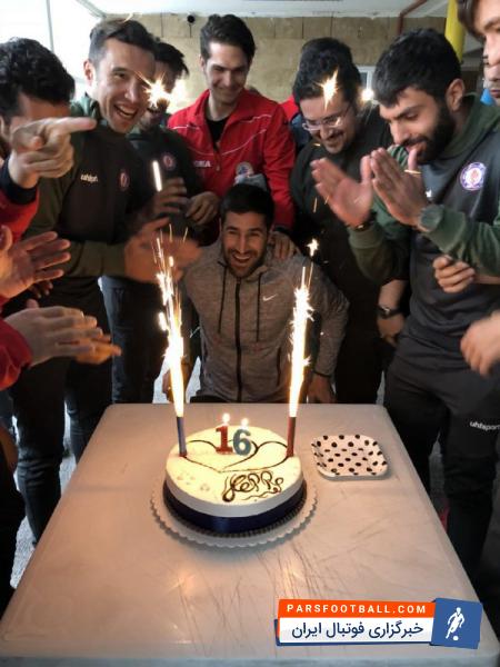 عکس ؛ جشن تولد بازیکن پیشین استقلال در تمرین سرخپوشان