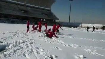کلیپی از تمرینات شاد و مفرح پرسپولیس در زمین پوشیده از برف