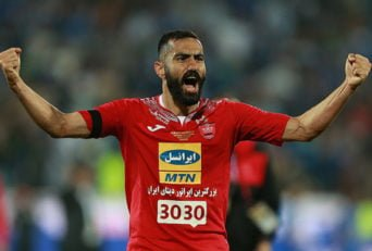 ربیع خواه در دیدار برابر تیم فوتبال استقلال خوزستان عملکرد خوب و مطمئنی نداشت