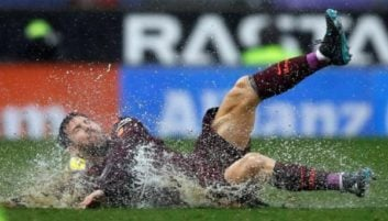 در شب بارانی دربی کاتالونیا، تیم فوتبال بارسلونا مقابل اسپانیول هم شکست نخورد تا پس از 22 بازی ، بدون شکست در لالیگا ادامه دهد.