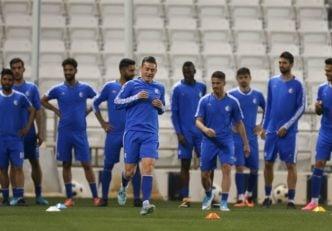 تمرین تیم فوتبال استقلال تهران در حالی در سالن وزنه برگزار شد که بازیکنان در خصوص اظهارات سرمربی پیشین تیم ملی صحبت میکردند.