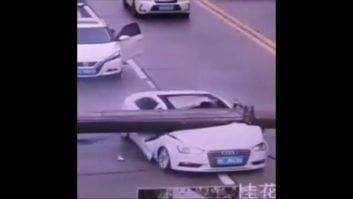فرار راننده ی خوش شانس از حادثه ای ترسناک