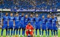 اقامه نماز از سوی بازیکنان الهلال پیش از دیدار برابر استقلال