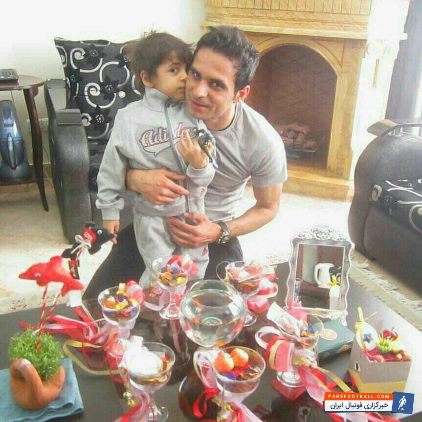تصویری نوروزی از ستاره پرسپولیسی ها در کنار فرزندش