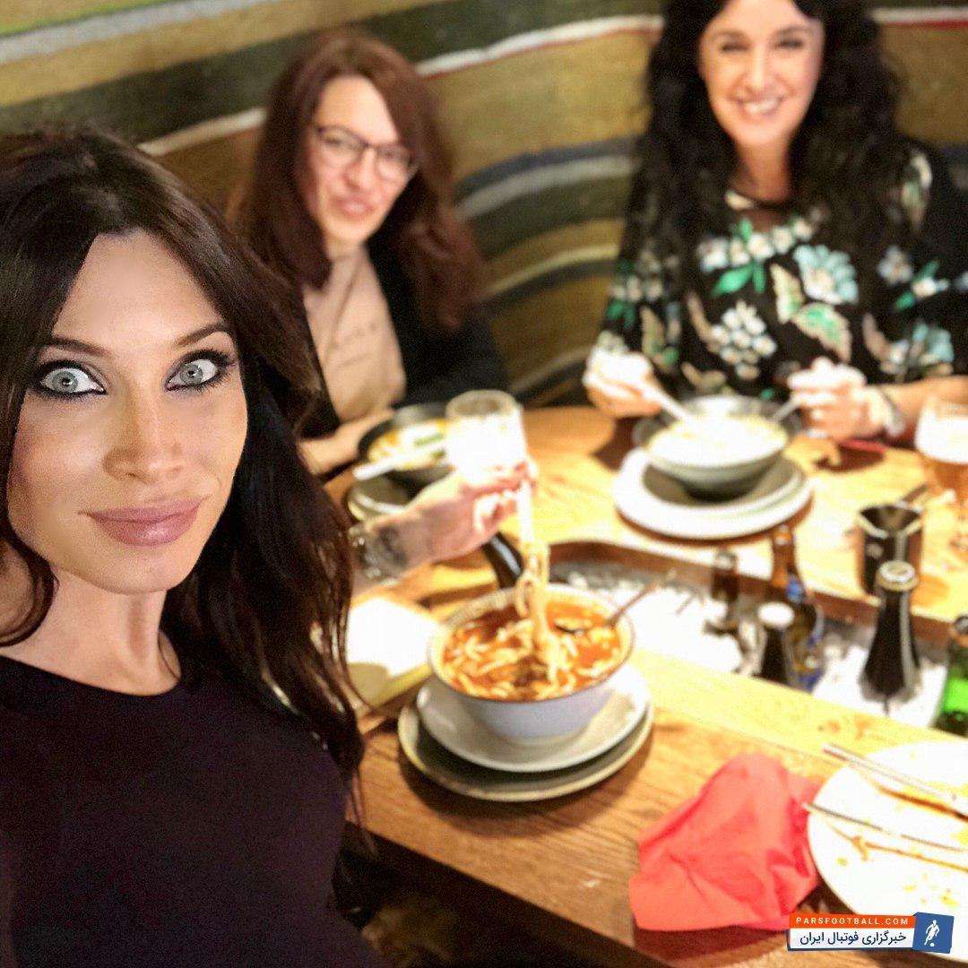 عکس ؛ مهمانی دسته جمعی همسر کاپیتان تیم پایتختی در رستوران!