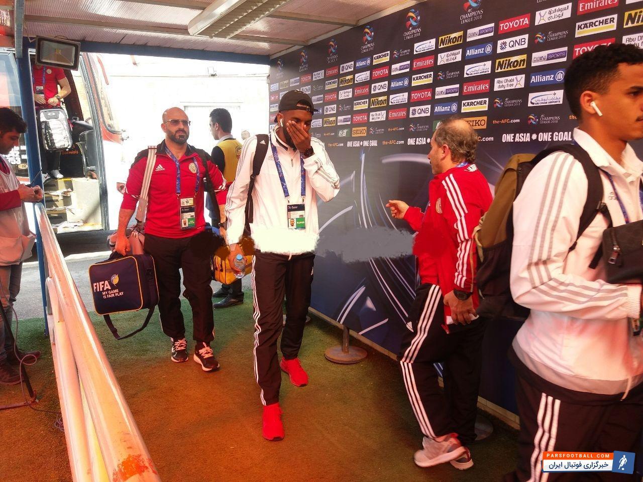 الجزیره امارات می شود بازیکنان تیم فوتبال الجزیره دقایقی پیش وارد ورزشگاه یادگار امام تبریز شدند.