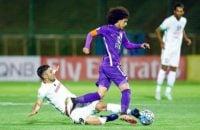 از بین بازیکنان تیم العین ، عمر عبدالرحمان که تیم ملی امارات را در سفر شرق آسیا همراهی نمی کند، به اسپانیا رفته و شب گذشته (یکشنبه) تماشاگر بازی بارسلونا و بیلبائو بوده است.