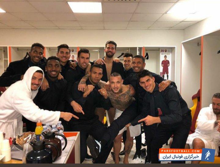 رم ؛ بازیکنان رم بعد ازحذف شاختاردونتسک عکسی به یادگار در رختکن تیمشان انداختند