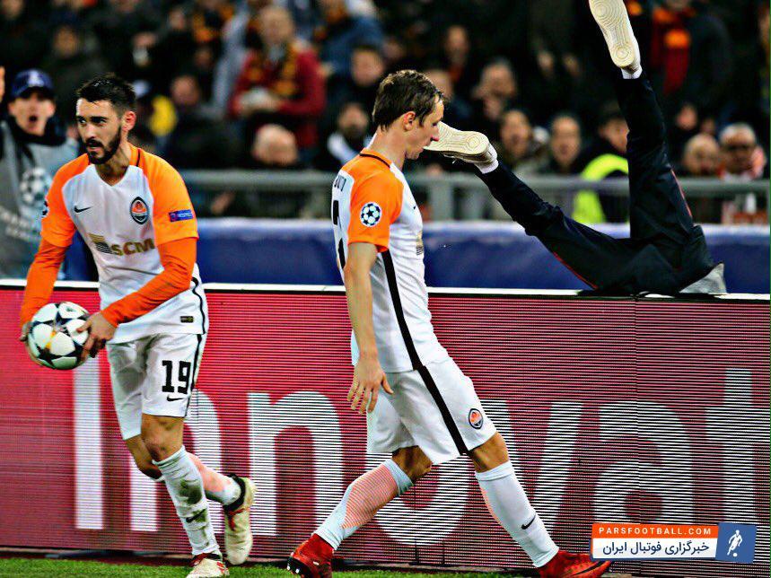 رم ؛ بازیکن تیم شاختار دونتسک در حرکتی زشت توپ جمع کن ورزشگاه المپیکو را هل داد