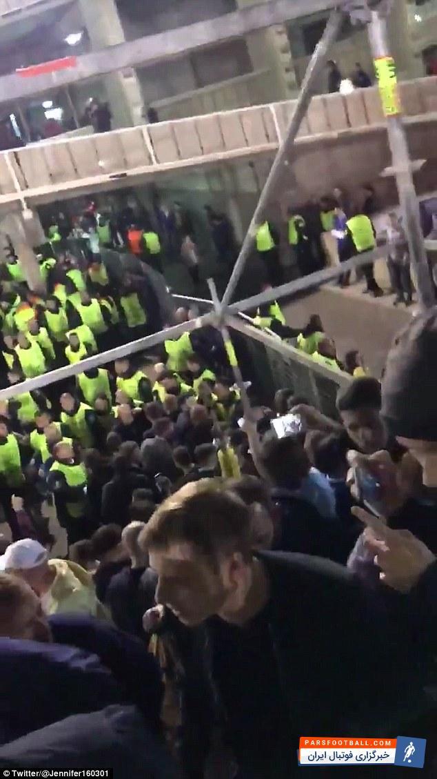 عکس؛رفتار بد هواداران بارسلونا با هواداران چلسی