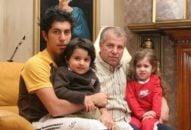 علی پروین سالهاست قبل از عید نوروز راهی رامسر میشود تا حدود ۲ هفتهای را در خطه خوش آب و هوای مازندران سپری کند. البته اسطوره پرسپولیس در این سفر نوروزی تنها نیست و خانواده، اقوام و دوستان هم پروین را همراهی میکنند.