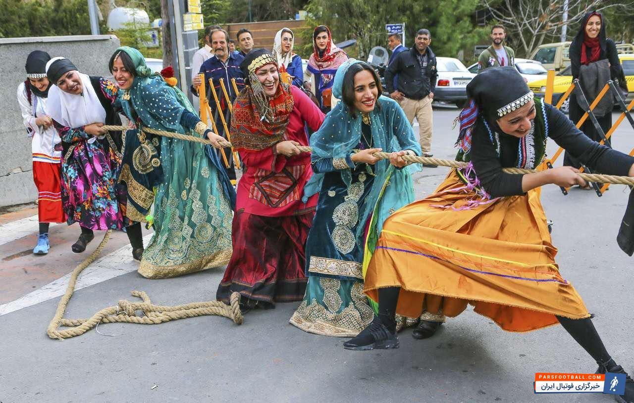 تصویری جالب و دیدنی از مسابقه طناب کشی بانوان !