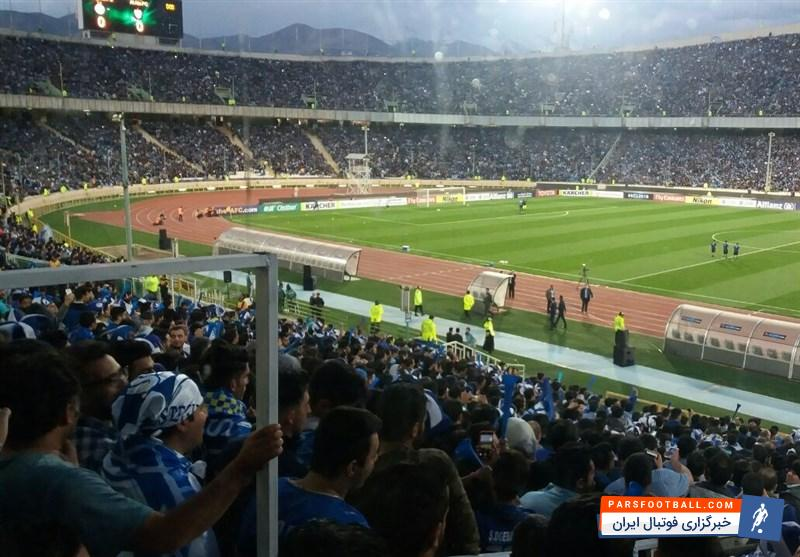استقلال ؛ هواداران استقلال ستاره های روی پیراهنشان را به رخ طرفداران تیم رقیب کشیدند