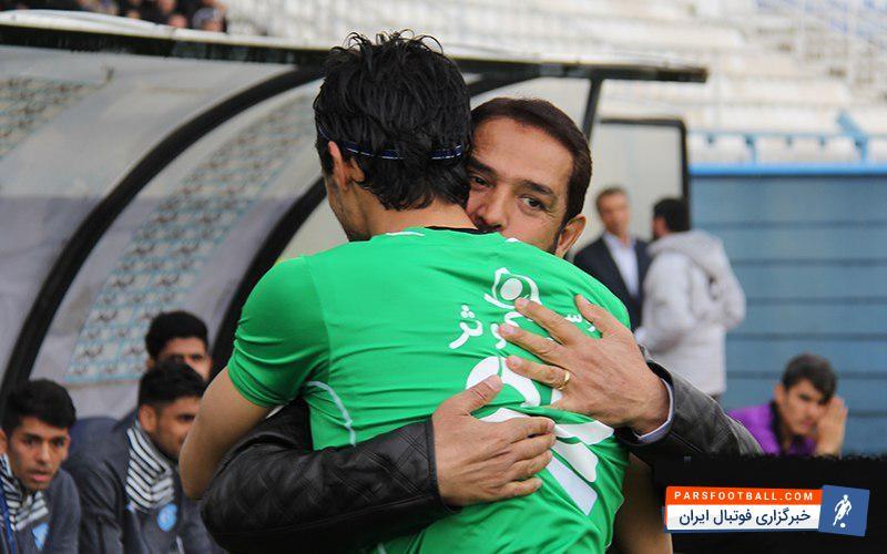 عکس ؛ دلداری آقا فیروز به بازیکن محبوب استقلالی ها