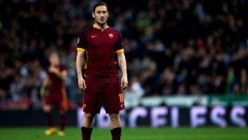 توتی اسطوره رم از نزدیک دیدار تیمش برابر لیورپول را در ورزشگاه آنفیلد تماشا کرد