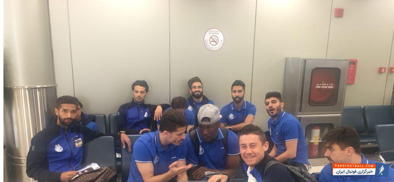تیم فوتبال استقلال در آخرین دیدار از مرحله گروهی لیگ قهرمانان آسیا در کویت مقابل الهلال عربستان صف آرایی کرد و در نهایت با نتیجه یک بر صفر به پیروزی رسید.بعد از این دیدار و استراحت چند ساعته کاروان تیم فوتبال استقلال قراربود امروز سه شنبه ساعت ١٠ صبح کویت را به مقصد تهران ترک کند.تیم فوتبال استقلال در آخرین دیدار از مرحله گروهی لیگ قهرمانان آسیا در کویت مقابل الهلال عربستان صف آرایی کرد و در نهایت با نتیجه یک بر صفر به پیروزی رسید.بعد از این دیدار و استراحت چند ساعته کاروان تیم فوتبال استقلال قراربود امروز سه شنبه ساعت ١٠ صبح کویت را به مقصد تهران ترک کند.