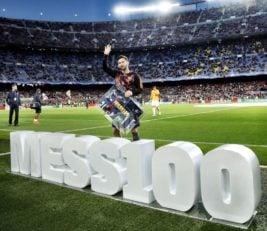 پیش از شروع دیدار بارسلونا و رم به مناسبت صد گله شدن مسی در لیگ قهرمانان از وی تقدیر به عمل آمد.