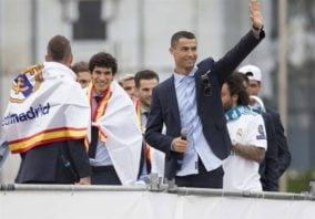 همخوانی جالب رونالدو با هواداران در جشن قهرمانی