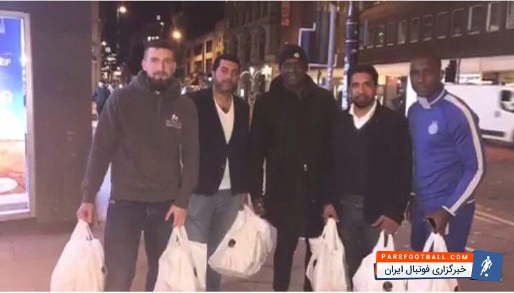 ساموئل ؛ کمک کردن مرحوم جی لوئید ساموئل با لباس استقلال به بیخانمانها