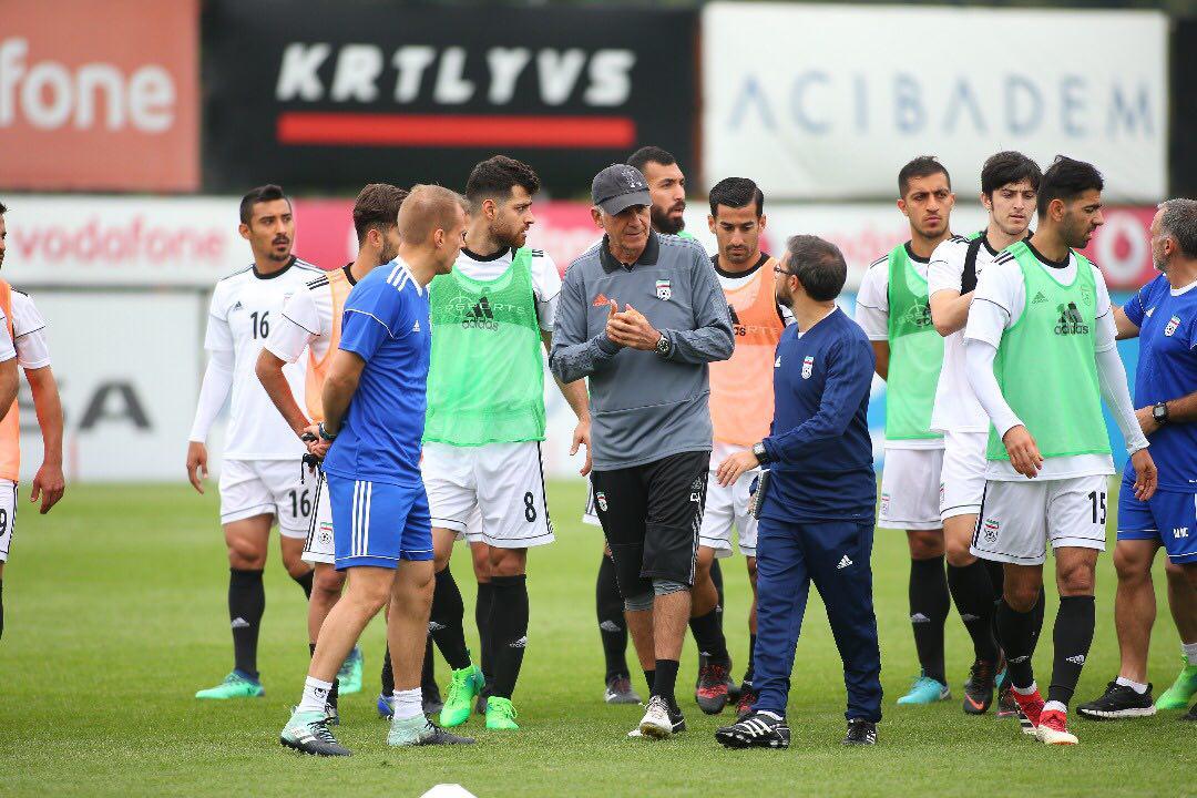 روزنامه شوت : رئیس جمهور : زنان نباید تاوان حرف های زشت مردان در ورزشگاه را بدهند