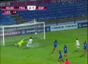 در چارچوب رقابت های جام ملت های اروپا زیر 19 سال بانوان در سال 2016 ، بازیکن تیم ملی اسپانیا به شکل عجیبی نتوانست در دقیقه 91 مقابل فرانسه گلزنی کند و اسپانیا با نتیجه 2-1 این دیدار را واگذار کرد. اسپانیایی ها یک سال با پیروزی 3-2 برابر فرانسه قهرمان جام ملت های اروپا ۲۰۱۷ زنان زیر ۱۹ سال شدند