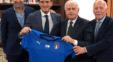 مانچینی به عنوان سرمربی تیم ملی فوتبال ایتالیا معرفی شد. بر این اساس وی قرارداد خود را با فدراسیون فوتبال ایتالیا به امضا رساند و توئیتر فدراسیون فوتبال ایتالیا این خبر و تصاویر امضای قرارداد با مانچینی را منتشر کرد. قرارداد مانچو با ایتالیاییها دو ساله است.