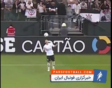 حرکات نمایشی ؛ کلیپ دیدنی از حرکات نمایشی با توپ در وسط بازی فوتبال ؛ پارس فوتبال