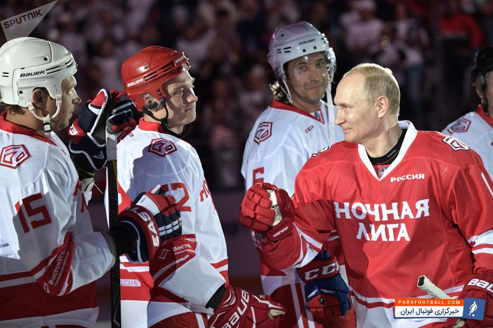 پوتین ؛ هاکی بازی کردن رئیس جمهور روسیه در لیگ شبانه هاکی روی یخ در سوچی