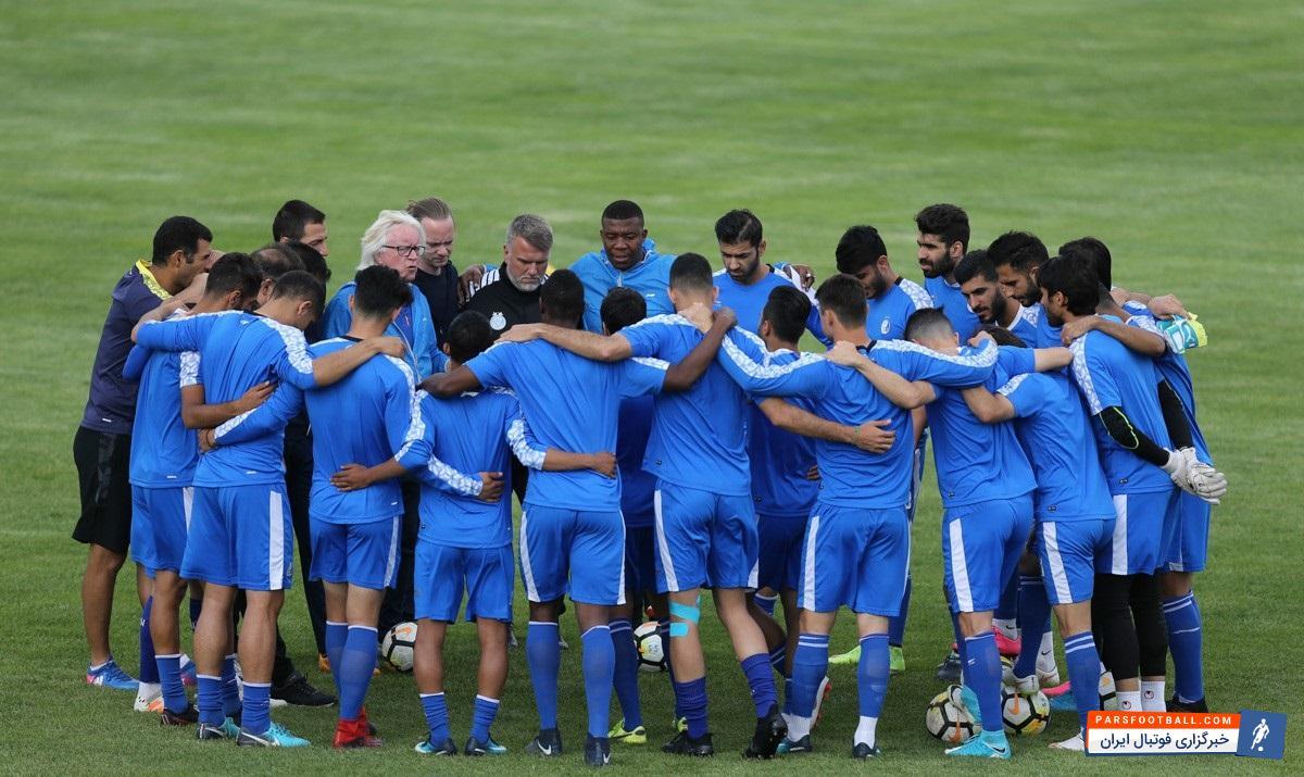 استقلال - ذوب آهن ؛ تشویق ایسلندی بازیکنان و کادر فنی استقلال همراه با هواداران پس از صعود