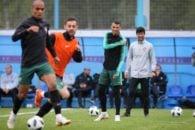 رونالدو فوق ستاره جهان است رونالدو در اواخر تمرین پرتغال پس از برخورد با ریکاردو کوآشما هم تیمی اش در تیم ملی پرتغال دچار مصدومیت جزیی شد.