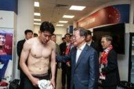 هیونگ مین ستاره تیم ملی کره جنوبی است اشکهای سون هیونگ مین پس از شکست دوم این تیم در جام جهانی، با واکنش های بسیاری در شبکه های اجتماعی روبرو شده است.