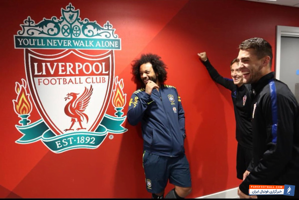 در جریان دیدار رئال مادرید و لیورپول در فینال لیگ قهرمانان مارسلو با لوگوی لک لک ها عکس یادگاری گرفته است.