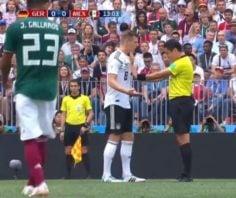 علیرضا فغانی داور دیدار آلمان - مکزیک ؛ صحنه تذکر جدی علیرضا فغانی به تونی کروس