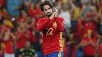 ایسکو ؛ تصویری از ایسکو در کنار مهدی طارمی و رامین رضاییان در بازی ایران برابر اسپانیا