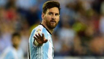 مسی ؛ طراحی چهره لیونل مسی ستاره آرژانتین با استفاده از 2000 استیکر فوتبالی