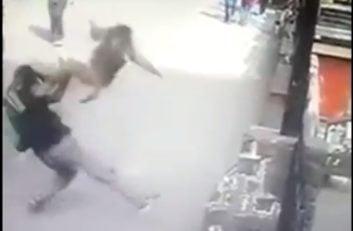 میمون هایی که به انسان ها حمله می کنند ؛ میمون گوگ فو کار ؛ پارس فوتبال