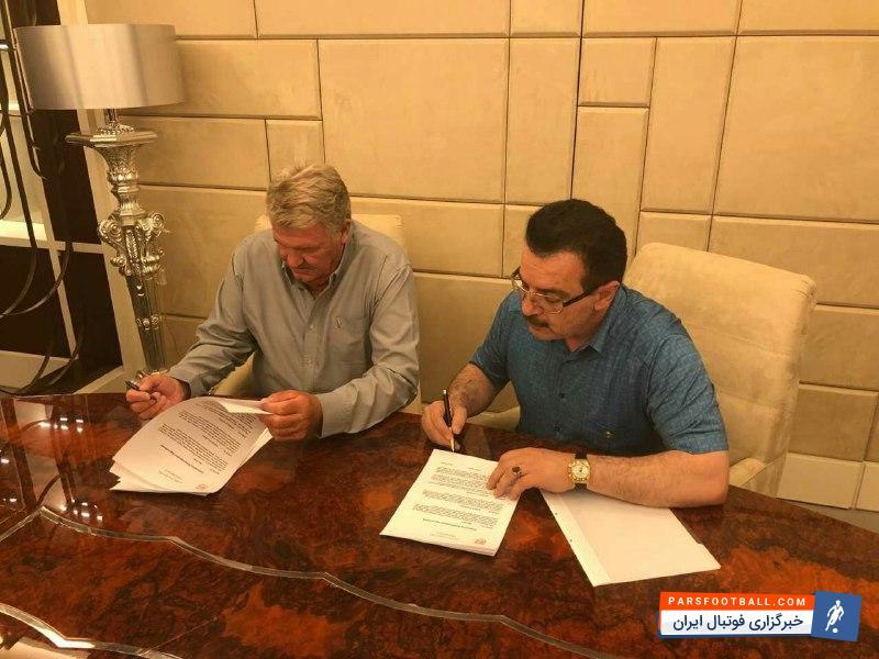 جان توشاک لحظاتی پیش قرارداد خود را رسما با این تیم به امضا رساند