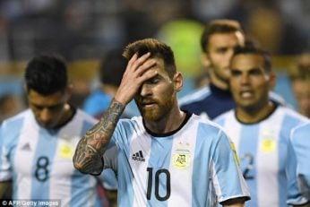 آرژانتین ؛هوادار آرژانتین از شدت عصبانیت حذف تیمش تلویزیونش را از خانه به وسط خیابان پرت کرد