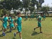 بازیکنانتیم ملی امید به دو دسته تقسیم شدند، نفرات ثابت تیم ملی امید که در روز مقابل کره شمالی بازی کردند به گوشه ای از زمین رفتند نفرات ذخیره تمرین کردند.