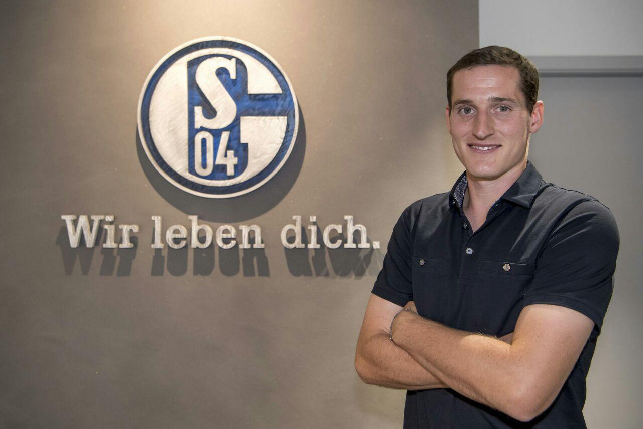 سباستین رودی هافبک آلمانی بایرن مونیخ، با قراردادی 4 ساله به شالکه پیوست سباستین رودی فصل گذشته 35 بازی برای بایرن انجام داد .